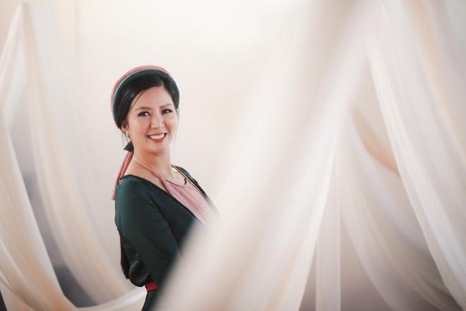Tung MV mới, Đinh Hiền Anh: Đã có lúc anh Xuân Hinh giận tôi vì bỏ quên ca khúc hát chung - Ảnh 1.