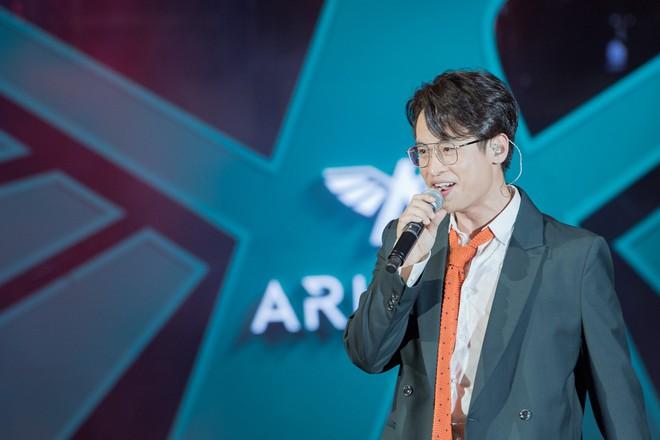 Hà Anh Tuấn biểu diễn cực sung trước 20 nghìn khán giả Hà Nội - Ảnh 4.