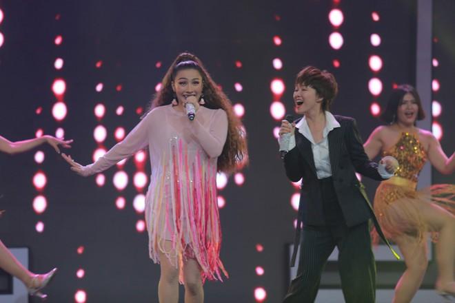 Yaya Trương Nhi hôn môi Đinh Hương tại Trời sinh một cặp - Ảnh 2.
