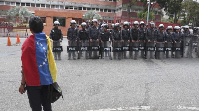 WSJ: Nga rút hàng loạt chuyên gia quân sự ở Venezuela về nước, chỗ dựa của TT Maduro lung lay nghiêm trọng? - Ảnh 2.