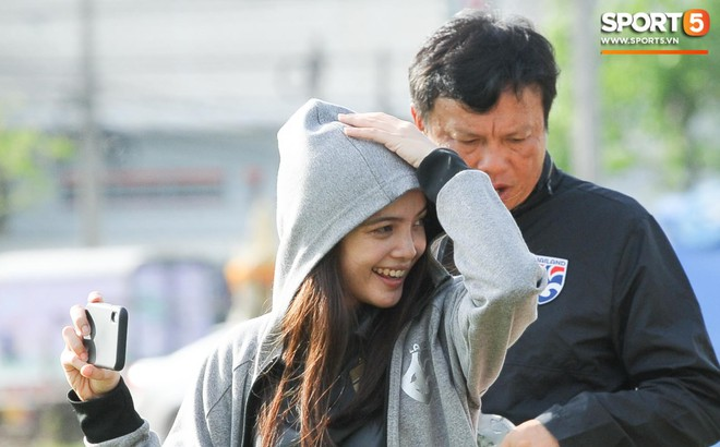 Nữ phóng viên Thái Lan xinh đẹp thích Xuân Trường nhưng tin tưởng 100% đội chủ nhà sẽ thắng Việt Nam ở King's Cup