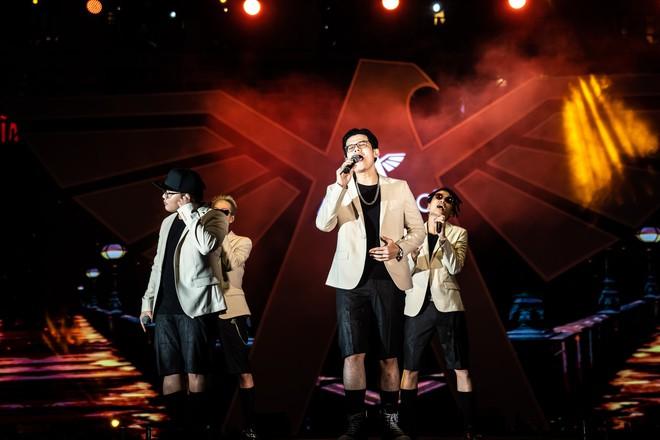 Hà Anh Tuấn biểu diễn cực sung trước 20 nghìn khán giả Hà Nội - Ảnh 9.
