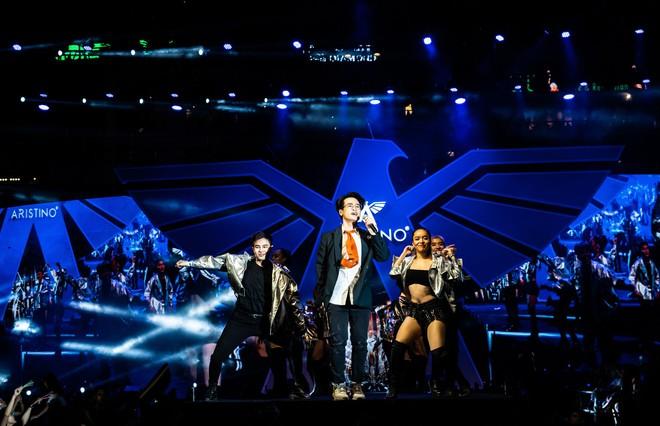 Hà Anh Tuấn biểu diễn cực sung trước 20 nghìn khán giả Hà Nội - Ảnh 5.