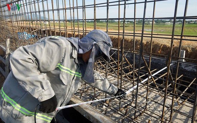 Gấp rút nâng cấp đê tả Bùi tại Hà Nội khi mùa mưa bão đang về - Ảnh 15.