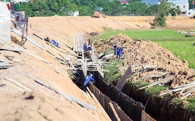 Gấp rút nâng cấp đê tả Bùi tại Hà Nội khi mùa mưa bão đang về - Ảnh 8.