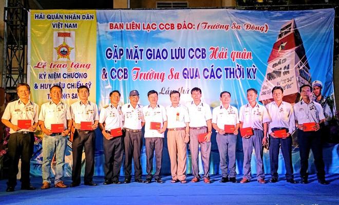 Hơn 500 cựu binh Trường Sa hội ngộ tại Quy Nhơn: Bảo vệ biển, đảo thiêng liêng của Tổ quốc - Ảnh 1.