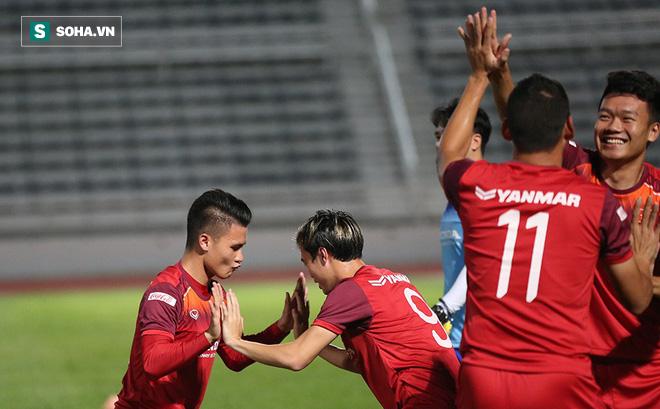 Tuyển Việt Nam tập bài lạ, học trò thầy Park cười tươi rói chờ đấu Thái Lan