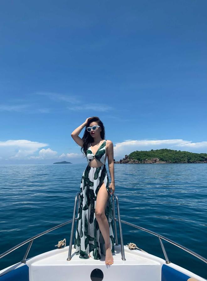 DJ Tít hậu ly hôn: Sống vui vẻ, liên tục tung ảnh bikini khoe thân hình săn chắc, gợi cảm  - Ảnh 6.