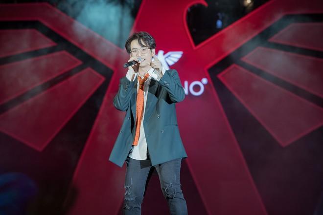 Hà Anh Tuấn biểu diễn cực sung trước 20 nghìn khán giả Hà Nội - Ảnh 3.