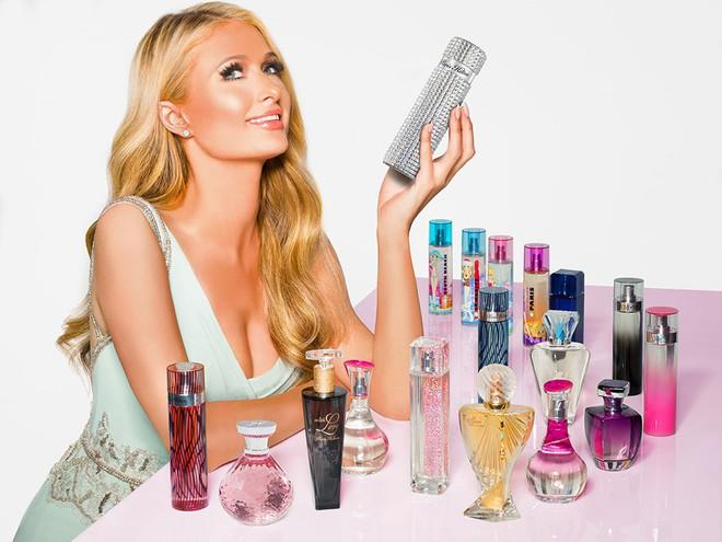 Paris Hilton: Tiểu thư triệu USD hết thời, chảnh chọe khiến toàn bộ báo chí tức giận bỏ về - Ảnh 10.