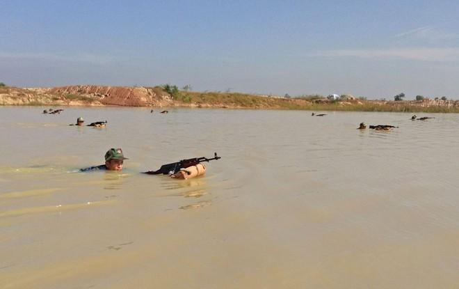 Chiến trường K: Lính tình nguyện Việt Nam và viên linh đan AK trong mồm - Thần chết tránh xa - Ảnh 4.