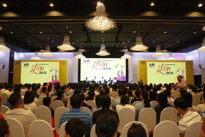"""Gần 1000 phụ huynh TP.HCM tham gia sự kiện """"Lớn Cùng Con"""" do VUS tổ chức - Ảnh 1."""