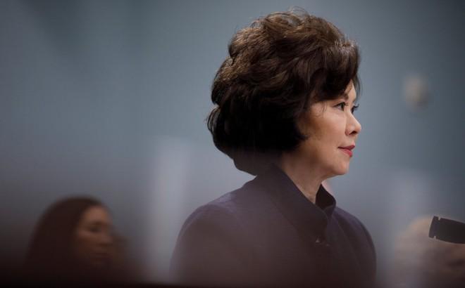 """Bộ trưởng Mỹ vào """"tầm ngắm"""" vì người thân điều hành công ty """"có mối quan hệ kinh doanh sâu sắc với Trung Quốc"""""""