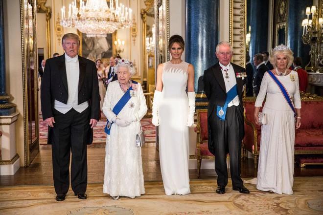 Cuộc đọ sắc được mong chờ nhất đã diễn ra: Công nương Kate và Ivanka Trump lần đầu tiên chạm trán nhau với hai phong cách hoàn toàn khác biệt - Ảnh 6.