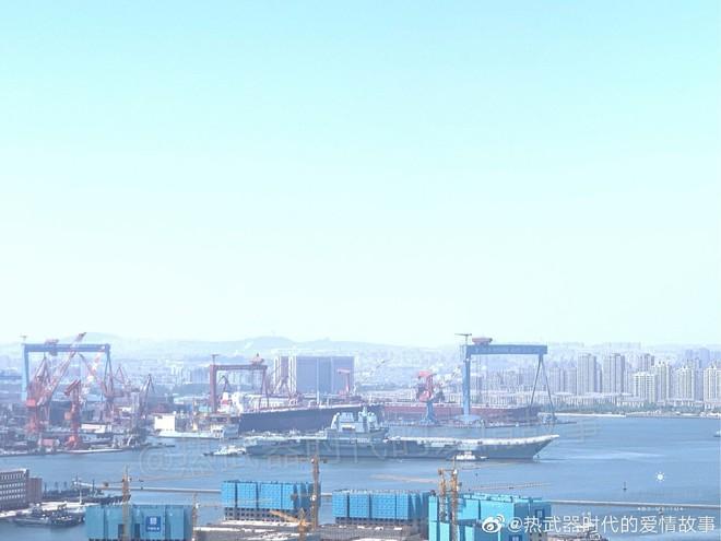Dưới áp lực quân sự của Mỹ, Trung Quốc gặt lúa non đưa tàu sân bay thứ hai vào trang bị? - Ảnh 1.