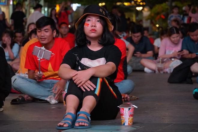 Người Sài Gòn hào hứng ra đường cổ động cho đội tuyển Việt Nam - Ảnh 6.