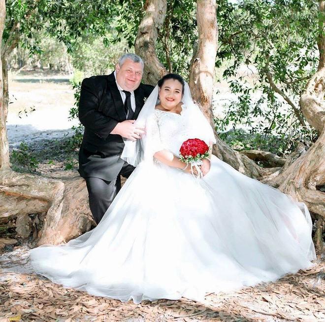 Nhờ lời dọa dẫm từ con riêng của bạn trai hơn 20 tuổi, cô gái quyết tâm làm dâu xứ người - Ảnh 4.
