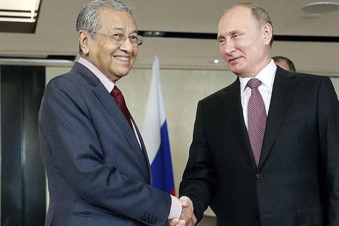 Công khai bênh Nga, TQ: Thủ tướng Malaysia chứng tỏ bản lĩnh lão luyện bằng mũi tên nhắm tới nhiều đích - Ảnh 3.