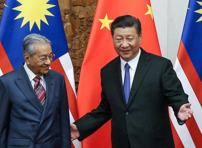 Công khai bênh Nga, TQ: Thủ tướng Malaysia chứng tỏ bản lĩnh lão luyện bằng mũi tên nhắm tới nhiều đích - Ảnh 1.