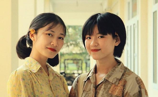 Thầy giáo ở Quảng Ninh chụp kỷ yếu cho học sinh theo phong cách những năm 90