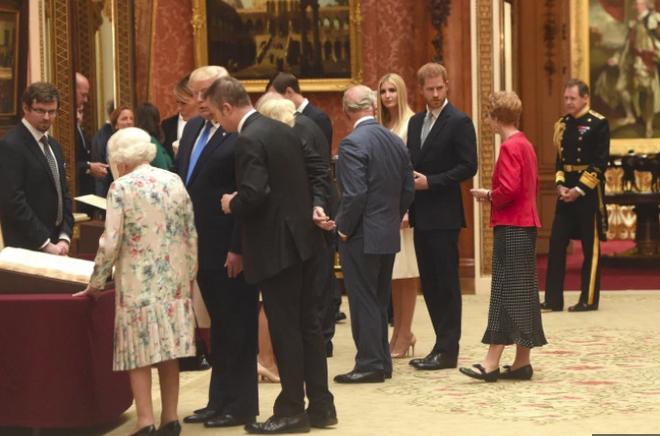 Hoàng tử Harry bị chỉ trích dữ dội khi có hành động tồi tệ và thô lỗ đối với Tổng thống Mỹ và Ivanka Trump - Ảnh 3.