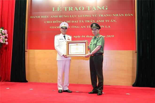 Giám đốc Công an Sơn La được phong tặng danh hiệu Anh hùng - Ảnh 3.
