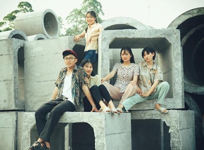 Thầy giáo ở Quảng Ninh chụp kỷ yếu cho học sinh theo phong cách những năm 90 - Ảnh 4.