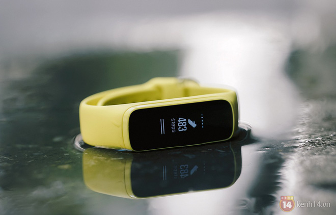 Trên tay Galaxy Fit e: Bé xinh, tự nhận diện hoạt động, chống nước 50m, đọc nhịp tim, màn hình OLED đơn sắc sáng hơn Mi Band - Ảnh 13.