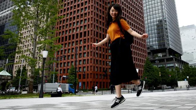 Phong trào #KuToo: Đôi chân rớm máu vì giày cao gót và lời kêu cứu của phụ nữ Nhật Bản chốn công sở - Ảnh 5.