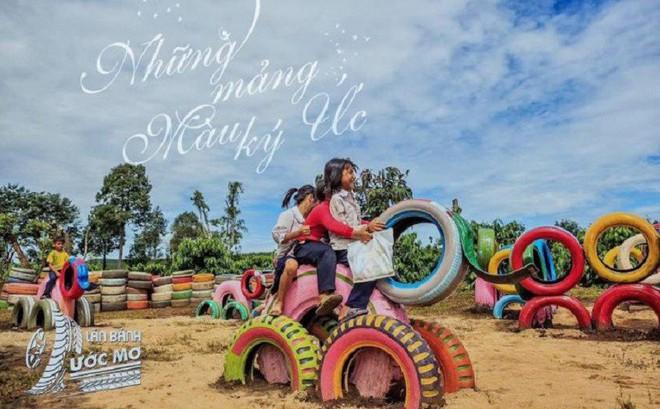 Trao tặng sân chơi từ lốp xe tái chế cho trẻ em khó khăn