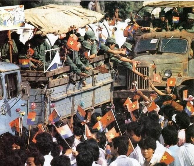 Cựu lính tình nguyện Việt Nam ở Campuchia: Xin đừng quên Hoa một ngày đã héo, máu ngàn đời vẫn tươi - Ảnh 3.