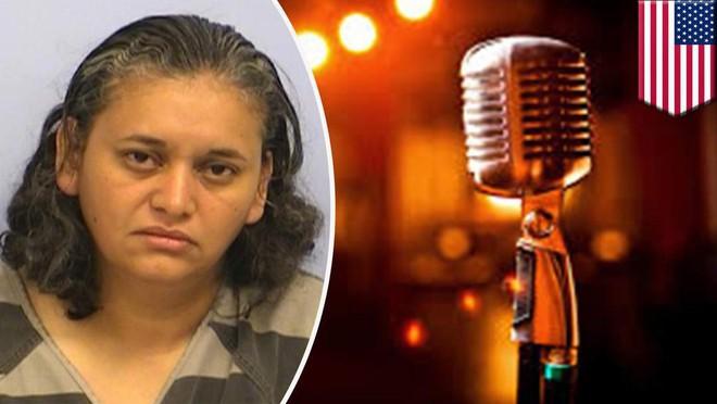 Tranh nhau hát karaoke, bà cô nổi giận đùng đùng rút súng dọa bắn vì mất lượt - Ảnh 2.