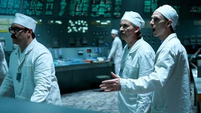 Nhờ series cực ăn khách của HBO, khách du lịch xếp hàng nườm nượp đến thăm thành phố ma Chernobyl - Ảnh 5.