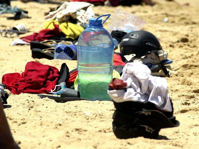 Hàng nghìn người ra bãi biển Quy Nhơn tắm Tết Đoan Ngọ - Ảnh 6.