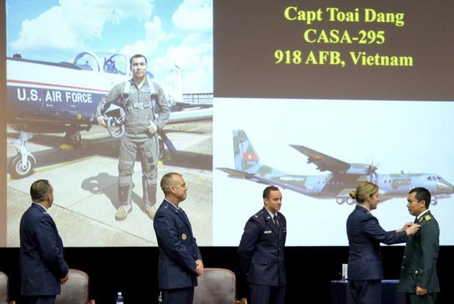 Phi công quân sự Việt Nam mở ra trang sử mới cùng 167 giờ bay cùng phi cơ T-6 tại Mỹ - Ảnh 1.