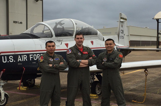 Phi công quân sự Việt Nam mở ra trang sử mới cùng 167 giờ bay cùng phi cơ T-6 tại Mỹ - Ảnh 10.