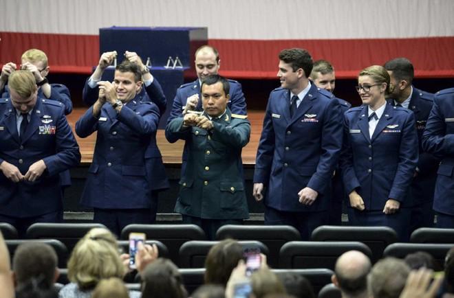 Phi công quân sự Việt Nam mở ra trang sử mới cùng 167 giờ bay cùng phi cơ T-6 tại Mỹ - Ảnh 2.