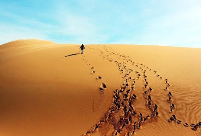 Cùng lạc trong sa mạc, 2 người lữ hành kẻ sống - người chết và lý do ai cũng nên biết - Ảnh 1.