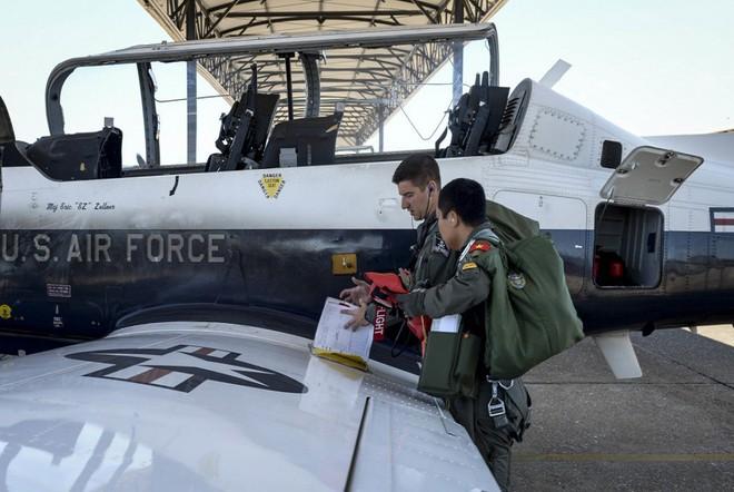 Phi công quân sự Việt Nam mở ra trang sử mới cùng 167 giờ bay cùng phi cơ T-6 tại Mỹ - Ảnh 6.