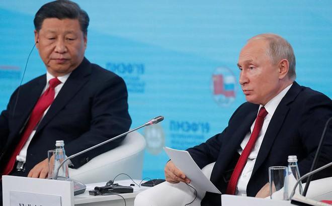 """Ngồi bên ông Tập Cận Bình, TT Putin 7 lần """"vỗ mặt"""" Mỹ không nể nang: Không hổ danh là """"người bạn tốt nhất""""!"""