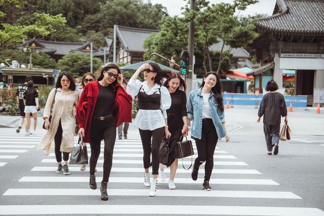 Hoa hậu Hà Kiều Anh, Dương Mỹ Linh và hội bạn thân gây náo loạn đường phố Hàn Quốc  - Ảnh 3.