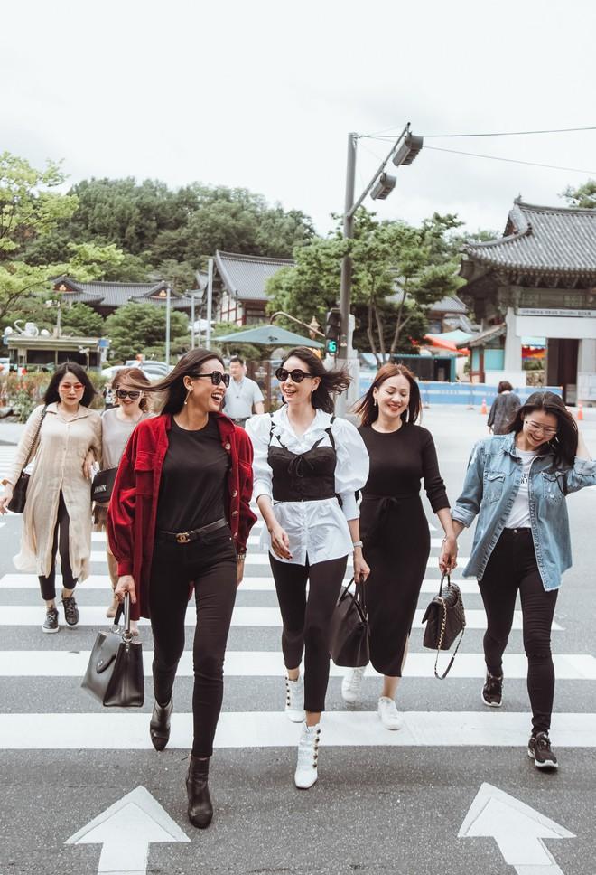 Hoa hậu Hà Kiều Anh, Dương Mỹ Linh và hội bạn thân gây náo loạn đường phố Hàn Quốc  - Ảnh 2.