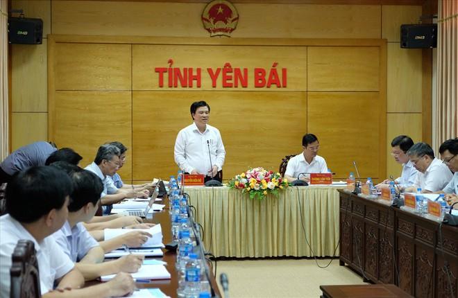 Thứ trưởng Bộ GDĐT lưu ý thí sinh không được mang điện thoại vào phòng thi - Ảnh 2.