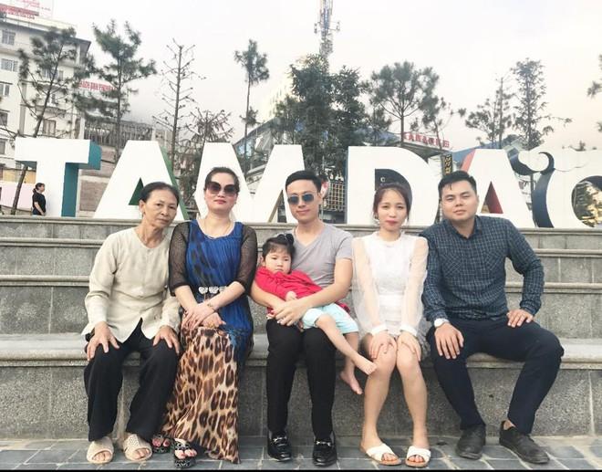 Hình ảnh mới nhất của em bé Lào Cai suy dinh dưỡng, hạnh phúc đi du lịch hè cùng bố mẹ nuôi - Ảnh 3.