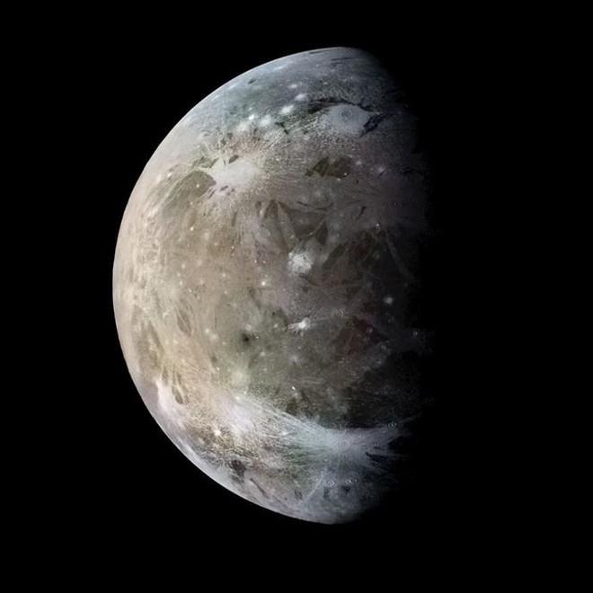 Hành tinh khổng lồ áp sát trái đất, khoe 4 mặt trăng - Ảnh 3.