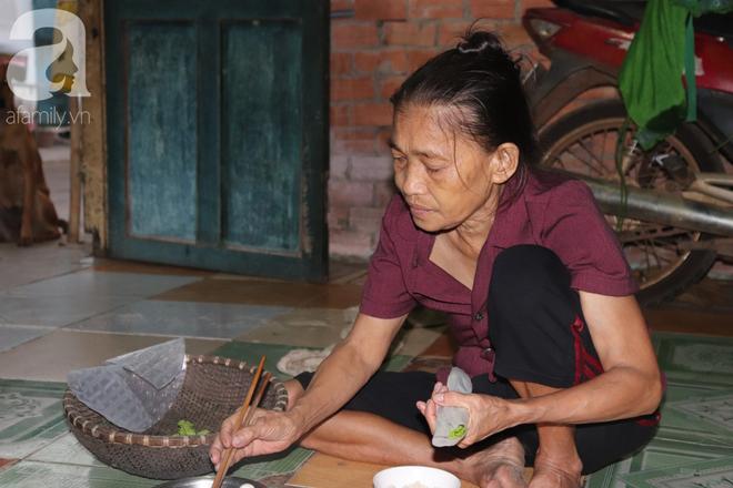 Nụ cười hiền hậu của bà Tuất: 70 tuổi bà vẫn khỏe re, giày dép còn có số huống gì con người, quen rồi cháu ơi - Ảnh 6.