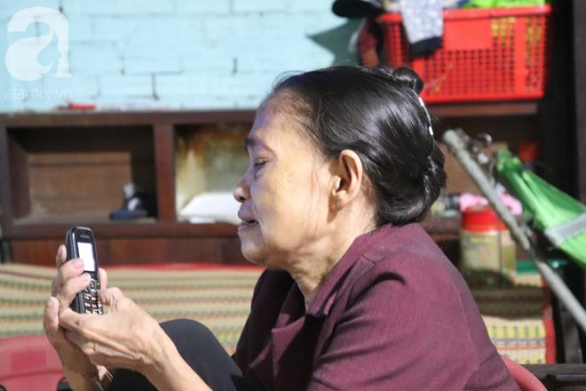Nụ cười hiền hậu của bà Tuất: 70 tuổi bà vẫn khỏe re, giày dép còn có số huống gì con người, quen rồi cháu ơi - Ảnh 10.