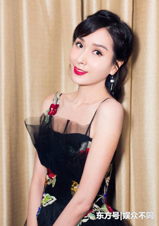Bạn gái Châu Tinh Trì: Lộ ảnh nóng, bị vợ đại gia đánh ghen, U50 sống cô độc - Ảnh 7.