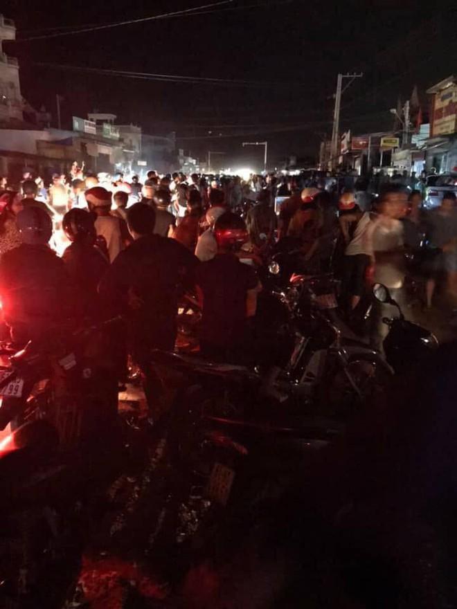 Xe CSGT tông người đi đường rồi lao vào nhà dân, một người nguy kịch - Ảnh 1.