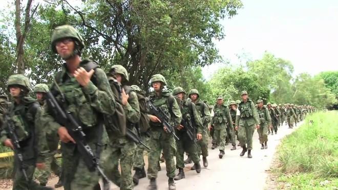 QĐ Singapore: Chiến binh 4G đổ bể do những cái chết liên tục của tân binh yếu đuối? - Ảnh 4.